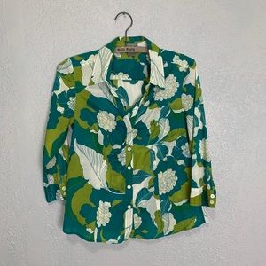 Ann Taylor Petite vibrant floral button up blouse